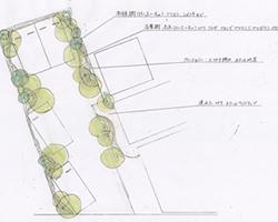 長細いスペースに4台分の駐車場を造る際の計画案です。駐車スペースの左右前後に生じたデッドスペースを活かして、奥行きのある植栽を施しました。