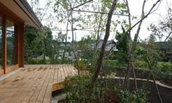 家屋際1?程度の敷地に環境改善のための雑木植栽を施す際の植栽モデルを表しました。